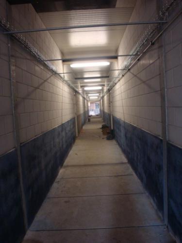 Gekleurde muren centrale gang